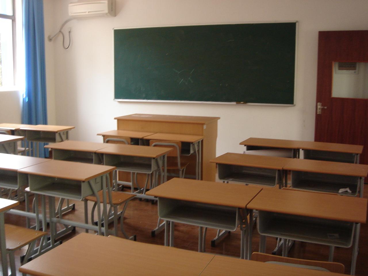 成年学生扭打受伤 学校无错不担责任