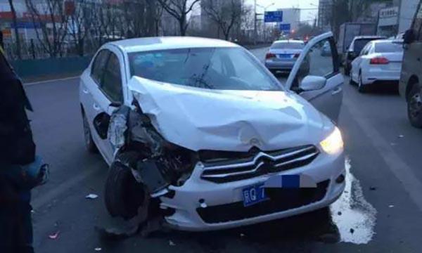 学员驾驶教练车出车祸谁买单?法院这样判