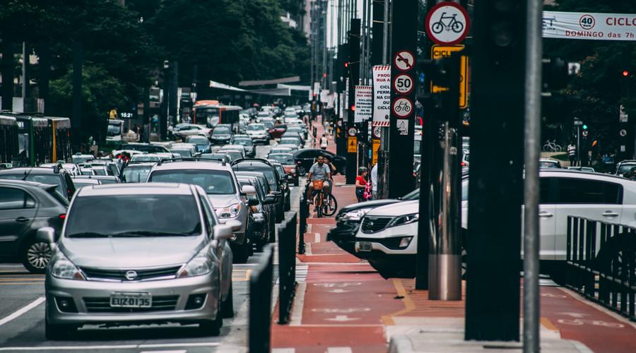 骑车看手机追尾责任划分是怎样的