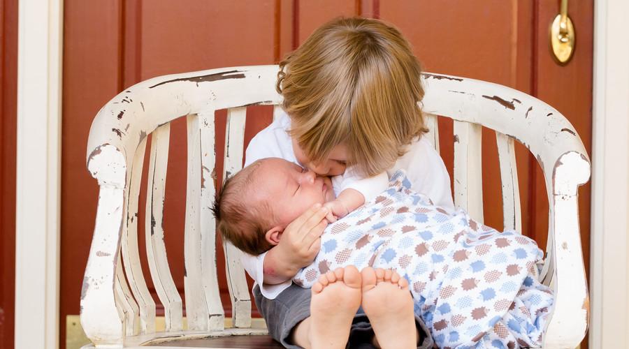 人工生育子女的法律地位如何认定?