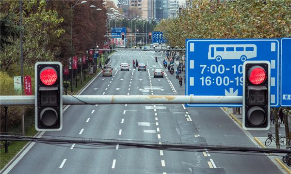 过失损坏交通设施罪立案标准是什么