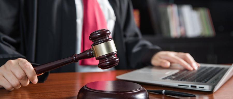 被告因出国缺席判决的后果