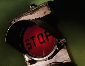 女司机闯红灯13伤,交通肇事罪的构成要件