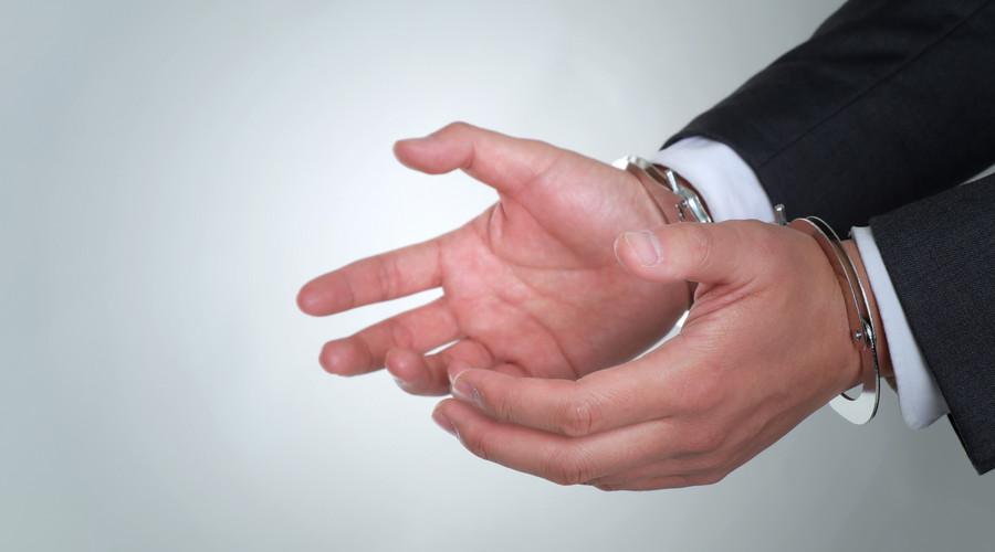 伪造房产证来抵押借款是什么罪