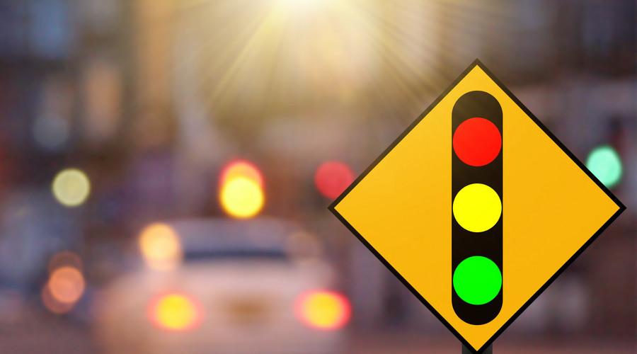 上班途中发生交通事故算工伤吗