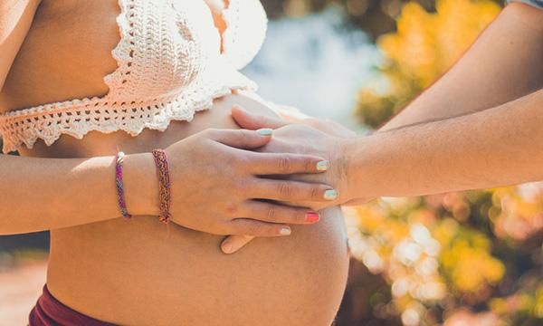 女方未婚怀孕,男方不负责任,可以告他吗?