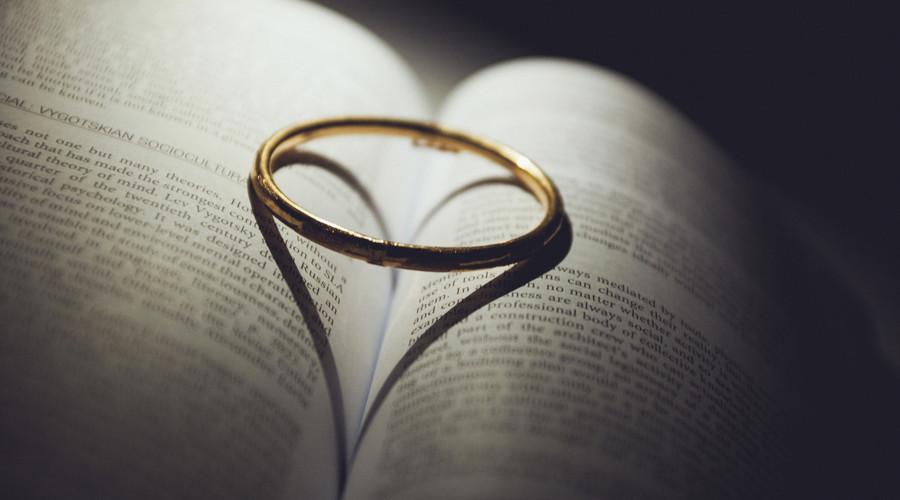 办理离婚时结婚证要带着吗