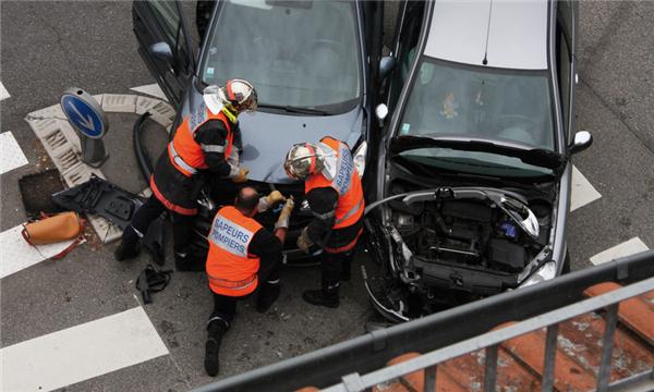 交通事故死亡同等责任如何赔偿