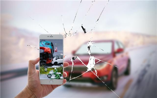 江苏一重型牵引车与客车碰撞致1死7伤,交通事故责任如何认定