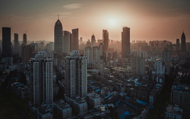重庆女子12楼高空抛物获刑,高空抛物如何处罚